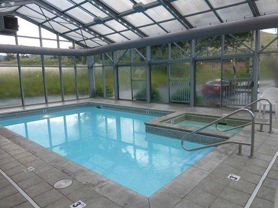 Campus Inn Missoula: Inside the pool