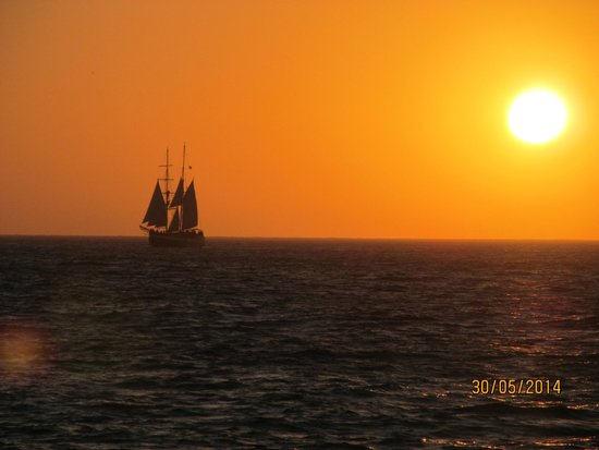Canaves Oia Hotel: Sunset from evening cruise