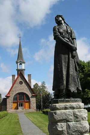 Grand Pré National Historic Site: Memorial Church and Evangeline statue