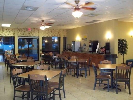 Days Inn Orlando Airport Florida Mall: Breakfast area
