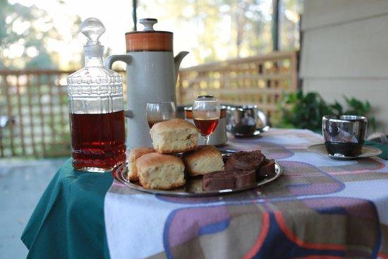 Wheelbarrow Lodge B&B : Afternoon Coffee and Port