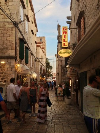 Aparthotel Bellevue: The Old City, Trogir (3 Min from the Hotel!)