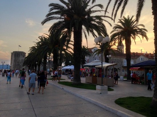 Aparthotel Bellevue: The Waterfront Promenade, Trogir (5 Min from the Hotel!)