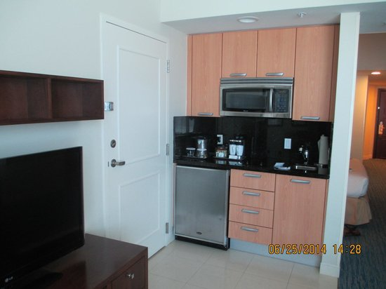 Hilton Fort Lauderdale Beach Resort: kitchenette