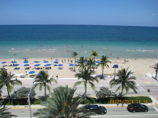 Hilton Fort Lauderdale Beach Resort: view from pool deck