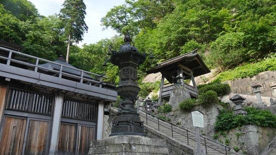 Risshaku-ji Temple: 奥の院