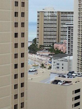 Alohilani Resort Waikiki Beach : ラナイからはワイキキビーチやロイヤルハワイアンが見えました