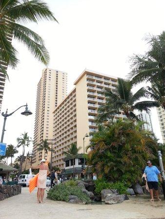 Alohilani Resort Waikiki Beach : ビーチ側からの外観