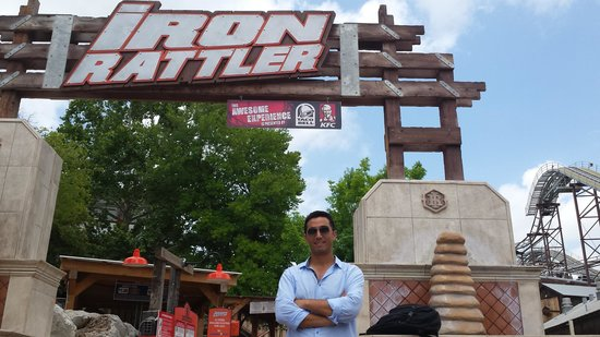 Six Flags Fiesta Texas : before trying iron rattler
