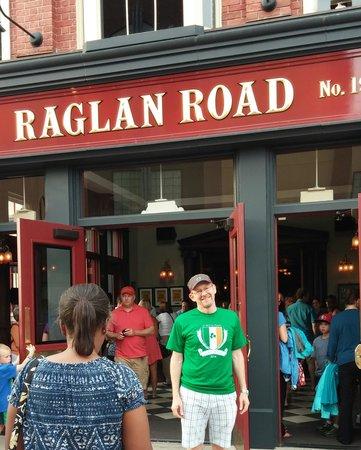Raglan Road Irish Pub & Restaurant : Andy @ RR