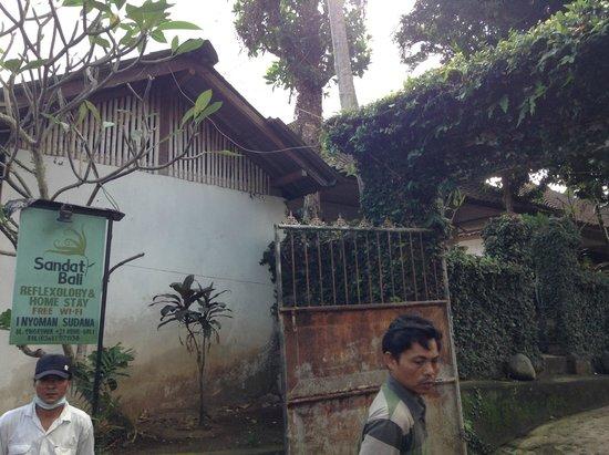 Sandat Bali: pintu masuk