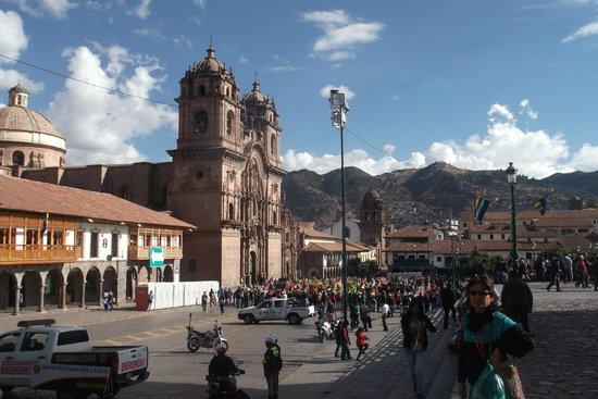 Centro Historico De Cusco: Pessoas na praça