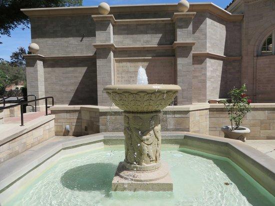 The Lincoln Memorial Shrine: Fountain