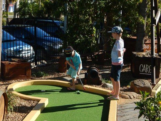 NRMA Treasure Island Holiday Park: Mini golf