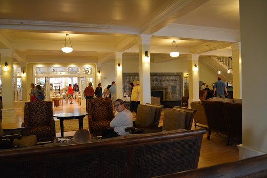 Lake Yellowstone Hotel and Cabins : lobby