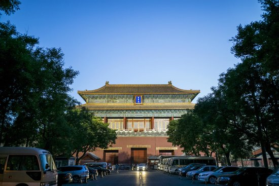 Hotel Kapok Beijing: 5 minute walk down the street