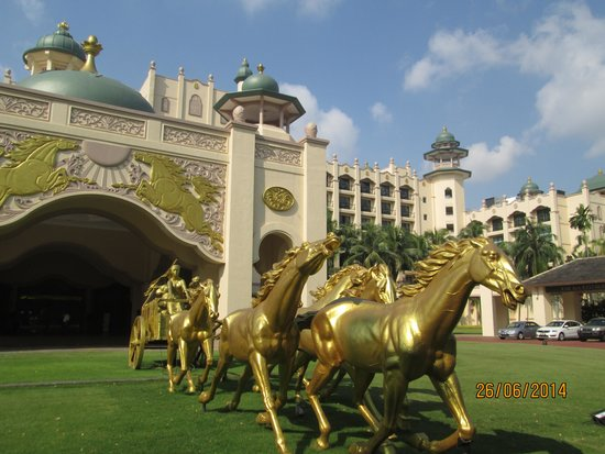 Palace of the Golden Horses: Scenic entrance.