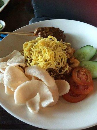 Cafe Batu Jimbar: nasi goreng - generous portion