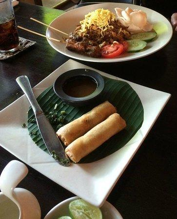 Cafe Batu Jimbar: spring rolls