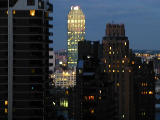 New York Marriott East Side: Nighttime view