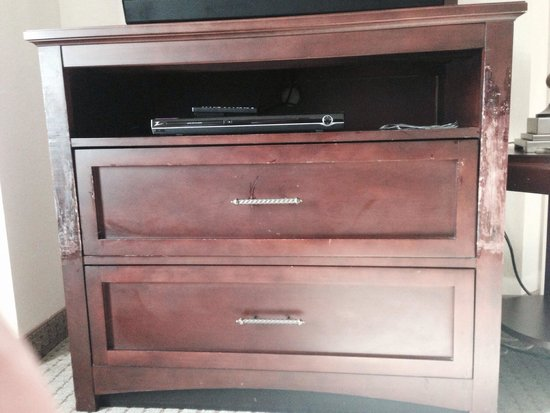Staybridge Suites Indianapolis - City Centre : Scratches in the TV cabinet from multiple uses of the pullout sofa...obviously a continued issue