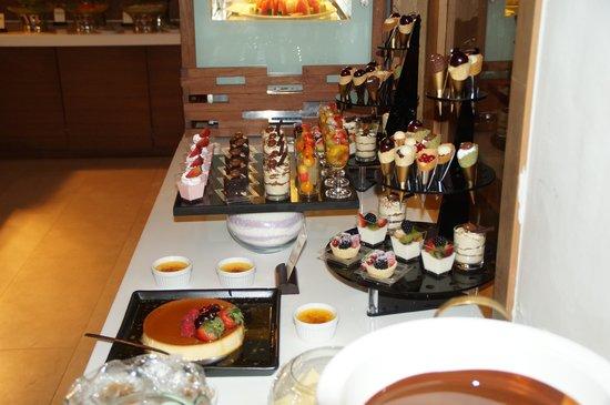 Cape Nidhra : Dessert bar at BBQ Buffet