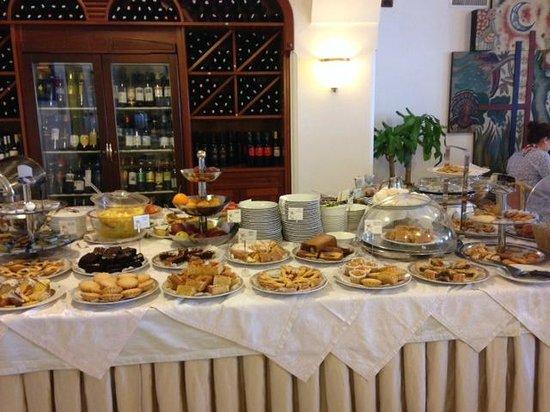 Hotel Eden Roc: Breakfast buffet