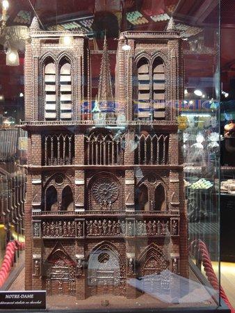 Maison Georges Larnicol: Notre Dame em Chocolate