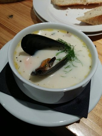 The Fish Store and Oyster Bar : Clam chowder :)