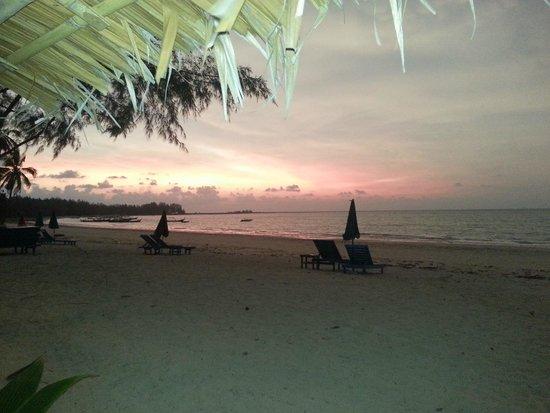 Kantary Beach Hotel Villas & Suites Khao Lak: Beach Restaurant