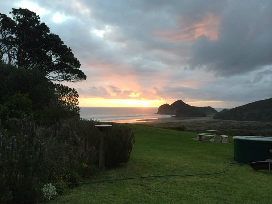 Bethells Beach Cottages : Glorious sunset