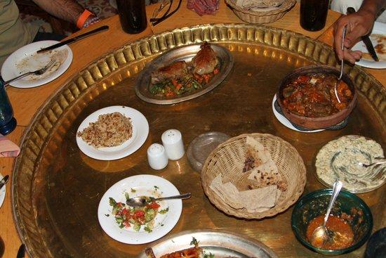 Sofra Restaurant & Cafe : Diferentes platos que compartimos