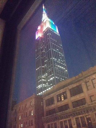 Hampton Inn Manhattan-35th St/Empire State Bldg: Evening view of Empire state building