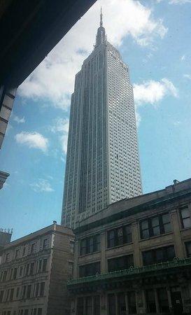 Hampton Inn Manhattan-35th St/Empire State Bldg: Daytime view of Empire state building