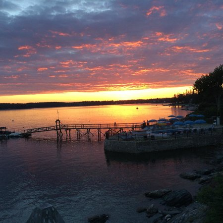Spruce Point Inn Resort and Spa: Sunset