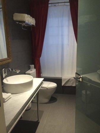 Leslie Hotel : Banheiro