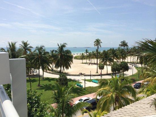 Leslie Hotel : Vista da Area da Piscina