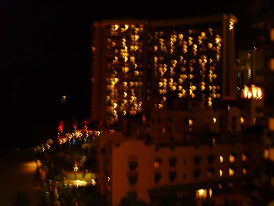 Outrigger Waikiki Beach Resort : nigth city