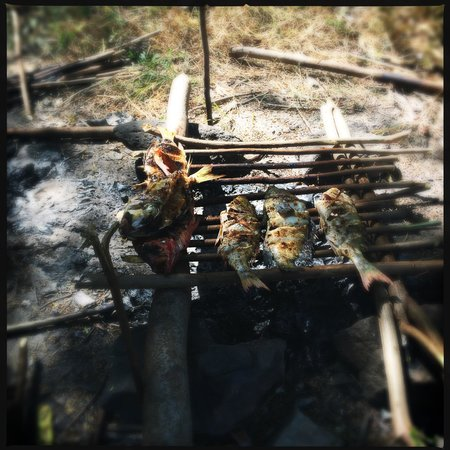 Nirvana Bungalows: Fresh fish barbecued on the beach