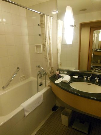 ANA Crowne Plaza Hotel Grand Court Nagoya : バスルームはアメニティーが充実しています