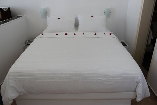 Anemomilos Apartments: our bed