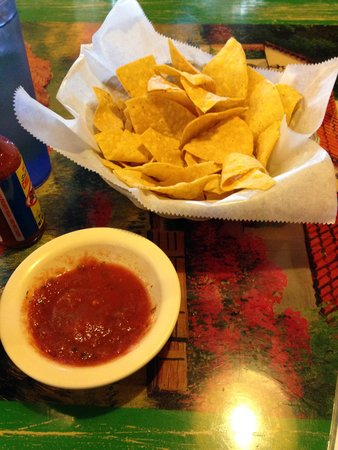 El Maguey: Chips and Salsa