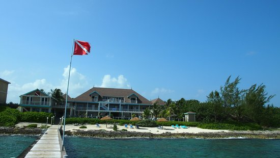 Cobalt Coast Grand Cayman Resort : view dive shop, resort, & beach from end of dock