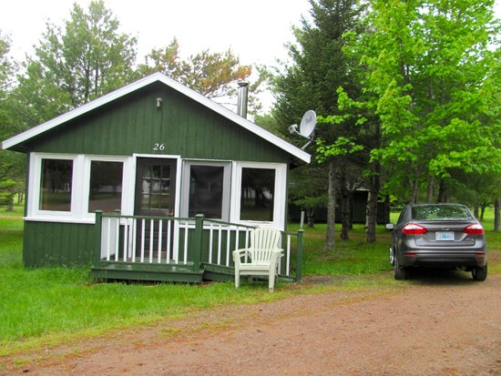 The Normaway Inn & Cabins: cabin with woodstove and swing on the glassed porch