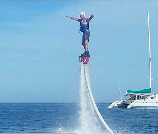 Cabo FlyBoard: within 10 minutes you can fly like a superhero!