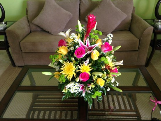 Exuma Beach Resort: Flowers delivered to room - arranged by hotel.