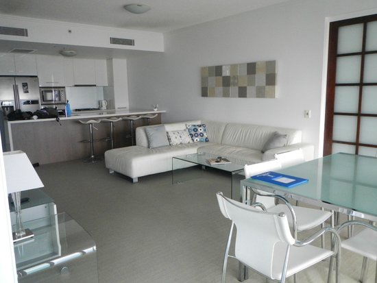 Reflection on the Sea: kitchen/ lounge/ dining
