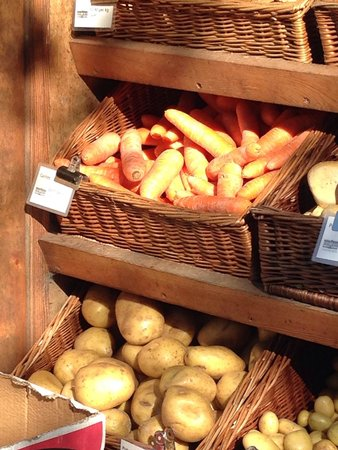 Holly Cottage B&B: At Chatsworth Farm Shop walking distance from Holly Cottage