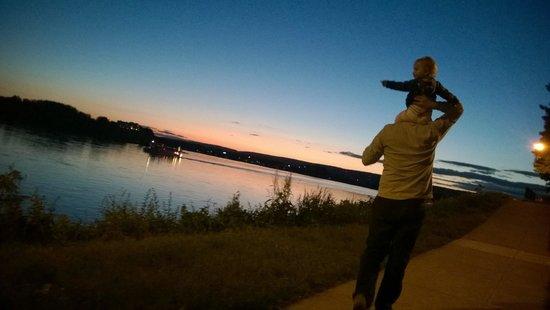 Riverfront Park: A sunset & a stroll...