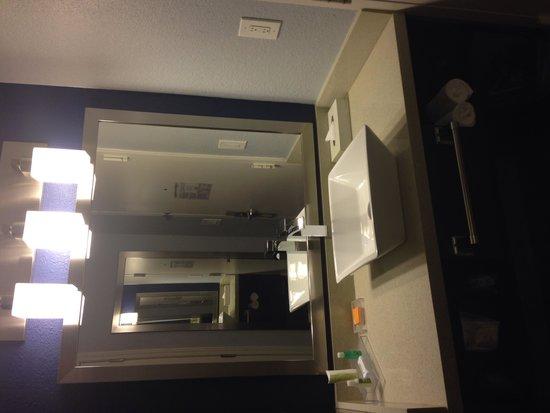 La Quinta Inn & Suites San Jose Airport : Modern vanity